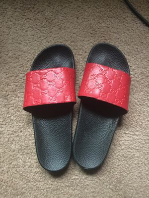 Gucci flip flops (size 10) for Sale in Cleveland, OH