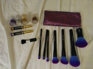 Makeup brush set with bag, lipsense, and eye shadow for Sale in Phoenix, AZ