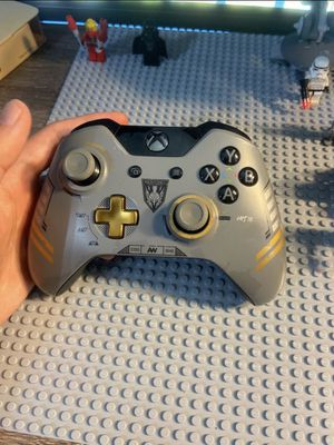 Xbox one controller limited edition for Sale in Chula Vista, CA