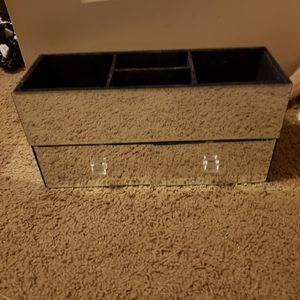 Mirror make up box or whatever you wanna use it for. for Sale in Gilbert, AZ