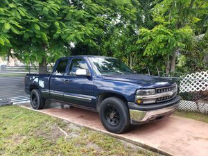 Chevy silverado 1500 for Sale in Miami, FL