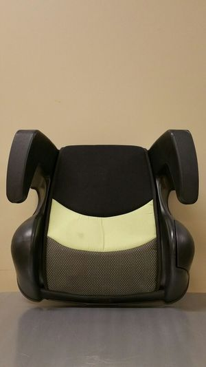 ONE (1) CHILD VEHICLE BOOSTER SEAT - pls read full description - firm price. for Sale in Arlington, VA
