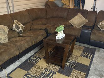 SECTIONAL RECLINER COUCH WITH TABLE.. FREE DELIVERY AVAILABLE 🚛🚛🚛 for Sale in Las Vegas,  NV