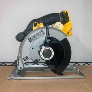 BRAND NEW 6-1/2 CIRCULAR SAW (TOOL ONLY) NO BATTERY-NO CHARGER -- PRECIO FIRME-FIRM PRICE for Sale in Dallas, TX
