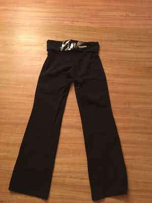 Victoria secret yoga pants. Size medium. Excellent condition. FCFS no holds. Must be gone by tomorrow evening for Sale in Palmetto, FL