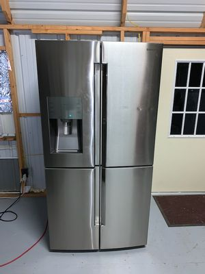 Samsung four door refrigerator for Sale in New Caney, TX