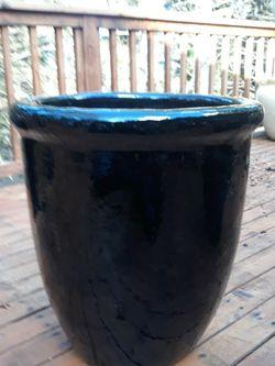 Large black Ceramic Pot. for Sale in Tacoma,  WA