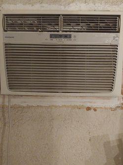 Air Conditioner. BTU-25.000/24,700 EER-9-8 for Sale in Riverside,  CA