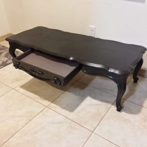 Coffee table for Sale in Yuma, AZ