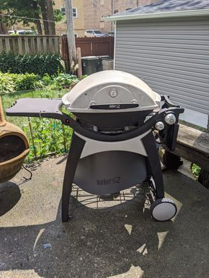 Weber Q300 BBQ Grill for Sale in Chicago, IL