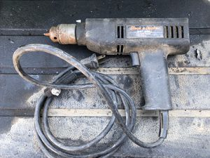 """Black and decker 3/8"""" drill (only reverse works) for Sale in Tracy, CA"""