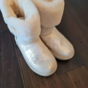 UGG Boots Shimmer Ivory gold Girls Size 3 for Sale in Elgin, IL