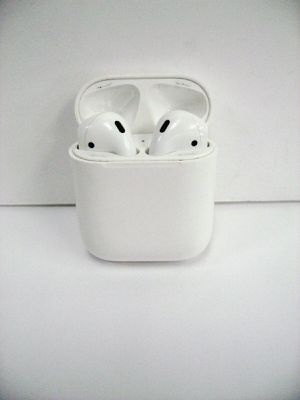 Apple AirPods Wireless Earbuds Headphones for Sale in Los Angeles, CA