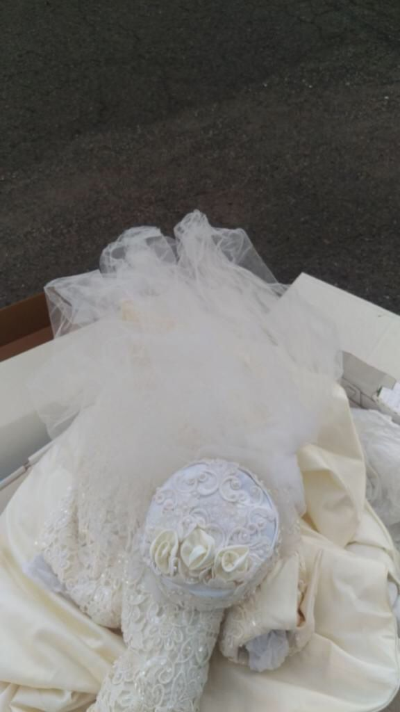 New Wedding Dress - Size 10