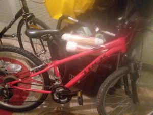 Lightly used black and red bike for Sale in Brooklyn, NY