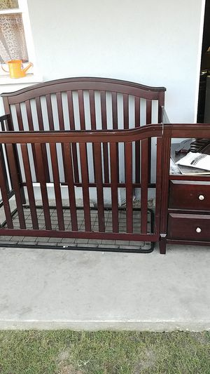 Baby crib/ cuna de bebé for Sale in Compton, CA