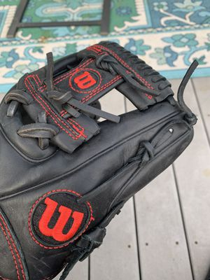 Wilson Baseball Glove for Sale in Burbank, IL