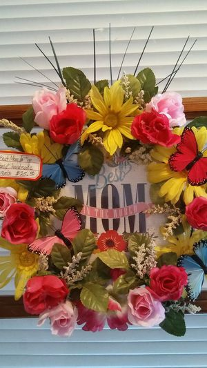"""Handmade """"MOM"""" Wreath for Sale in Harrisonburg, VA"""