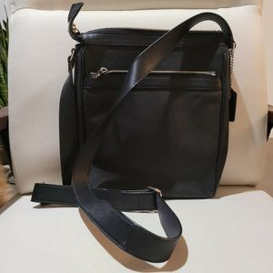 Auth Leather COACH Men's Messenger for Sale in Los Angeles, CA