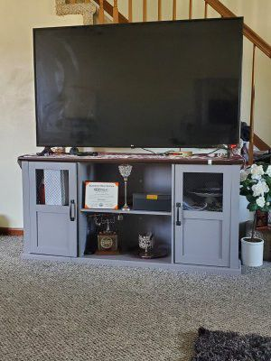 TV stand console for Sale in Dearborn, MI
