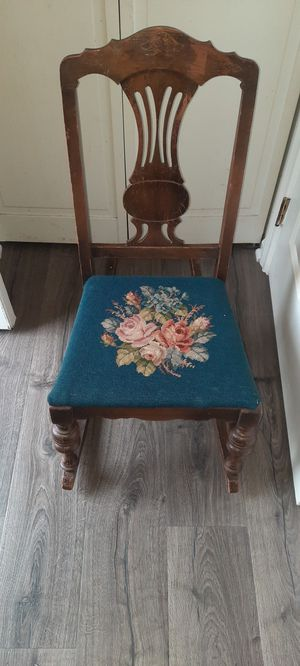Antique Childs rocking chair for Sale in Laytonsville, MD