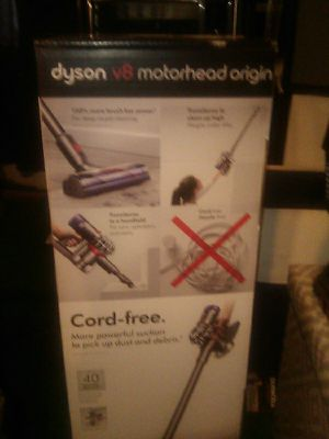 Dyson v8 Motorhead vacuum for Sale in St. Louis, MO