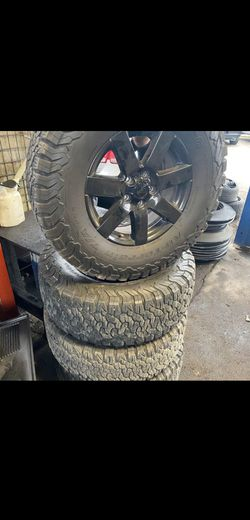 Jeep wheels and Tyres for Sale in Elk Grove Village,  IL