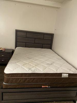 Queen bed set for Sale in Riverside, CA