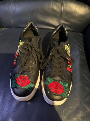 Rose embroidered tennis shoes. for Sale in San Antonio, TX