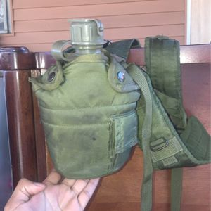 Army water canteen with pistol belt isolated/Cinturón De Agua Del Army for Sale in Santa Ana, CA