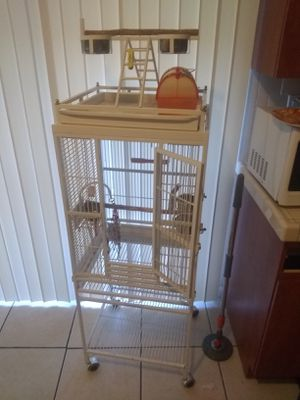 Avían Adventure Bird Cage for Sale in Miami, FL