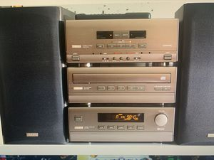 Yamaha Audiophile Bookshelf Stereo System Cc-70 with Speakers for Sale in Las Vegas, NV