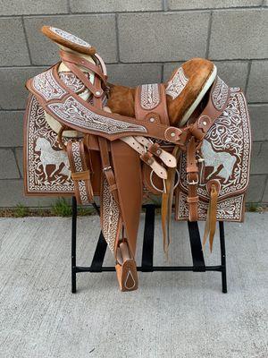 Montura bordada 100% piel for Sale in Los Angeles, CA