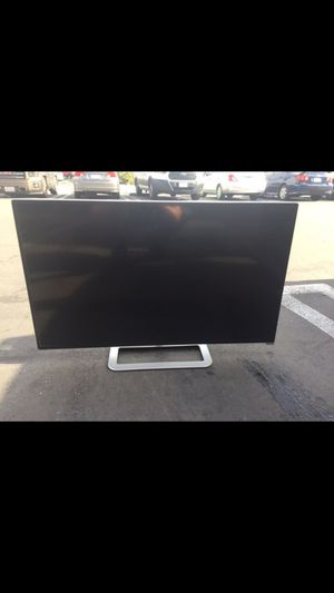 M401i-a3 40 inch SMART TV with Roku streaming stick for Sale in Huntington Beach, CA