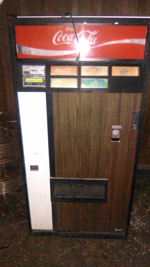 Old school Cole machine with bottle opener has keys great condition for Sale in Prattville, AL