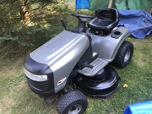 Craftsman lawn tractor 17 1/2 hp Briggs/ Stratton for Sale in Highland Charter Township, MI