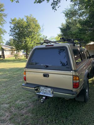 2001-2004 Toyota Tacoma Camper for Sale in Elgin, TX