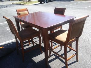 Counter hight expandable table set With chairs 5 chairs padding Chairs for Sale in Silver Spring, MD