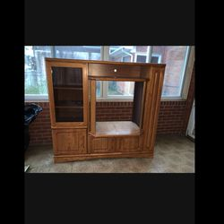 Free TV Stand for Sale in Dearborn,  MI