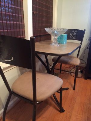 Coffee table and two chairs for Sale in Zion Crossroads, VA