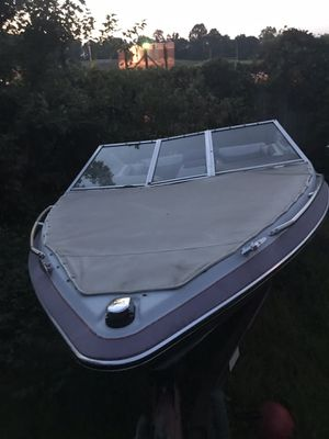 Maxun! Mercruiser motor Does it run I have 2 title boat and trailer for Sale in Fort Washington, MD