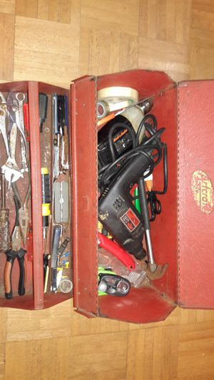 Vintage rust red Artcraft Tools, tool box filled with lots of misc tools! for Sale in Philadelphia, PA