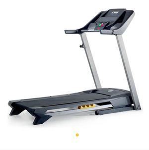 Like New 420 golds gym treadmill for Sale in Salem, OR