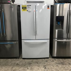 .. SAMSUNG GLOSSY WHITE 28.2 CU FT ENERGY EFFICIENT FRENCH DOOR FRIDGE / NEW OPEN BOX .. for Sale in El Cajon, CA