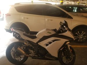 Kawasaki ninja 300 ABS año 2015 for Sale in Los Angeles, CA