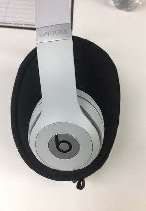 Beats by Dre solo 3 wireless (for sale) for Sale in Novi, MI