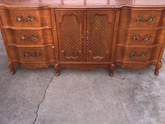 Bassett 9 Drawer Dresser for Sale in Fresno,  CA