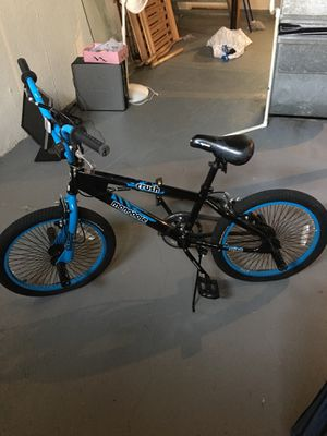 Crush mongoose bike with pegs on front and back for Sale in Detroit, MI