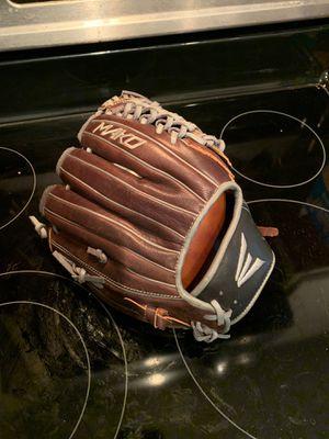 Easton mako baseball glove 11.75 for Sale in Virginia Beach, VA