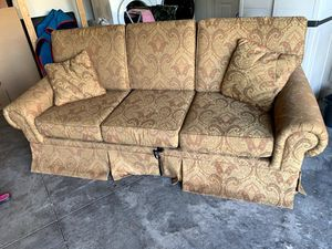 Elegant couch with complete pull out sofa bed for Sale in Kissimmee, FL
